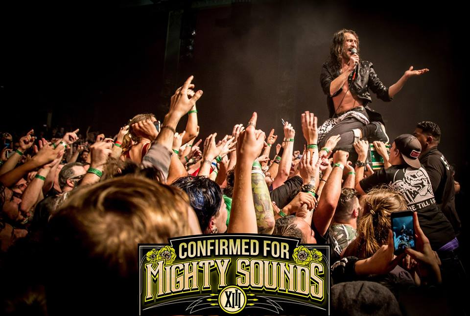 Gogol Bordello vystoupi na festivalu Mighty Sounds